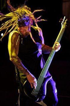 Fieldy - The man makes me wanna learn bass.