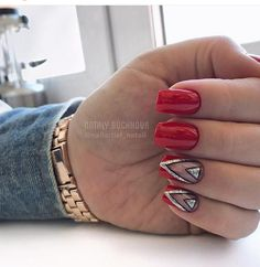 If you love red and black nail designs or looking for a special Halloween nail art look, get inspired by these fabulous red and black nail art designs! Glitter Manicure, Glitter Nail Art, Red Glitter, Glitter Makeup, Black Nail Designs, Nail Designs Spring, Impress Nails, Geometric Nail, Geometric Artwork