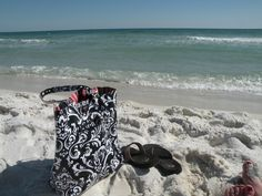 The Beach, Gigi Hill Bags, & Flip Flops...3 of my favorite things in one picture!