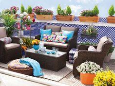 Los muebles tejidos de rattan son mucho mas resistentes al medio hambiente resisten el agua y el sol son la major opcion para decorar la terraza