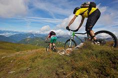 Panorama-Bike-Tour mit Alpe Adria Kulinarik. Erleben Sie eine unvergessliche Bike-Tour in der Nockbike Region und genießen Sie das Panorama der Kärntner Berg- und Seenwelt auf der Südseite der Alpen. Während und nach der Tour locken regionale Schmankerl der Alpen Adria Kulinarik.