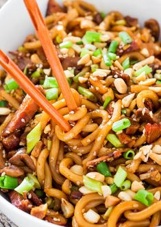 Asian Style Udon Noodles with Pork and Mushrooms - a super quick and incredibly easy udon noodles dish with pork, mushrooms and a spicy sauce.