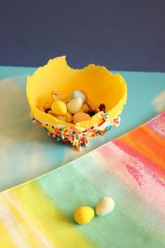 {Kid Made Treat Bowls} Not only are these sweet to eat ... but looks like a ton of fun to make too!