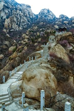 Beijing Fenghuangling Nature Park, China. I make money from traveling.