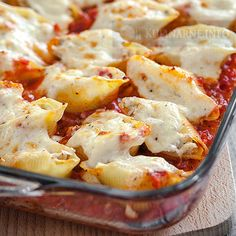 Having a few healthy freezer meals on hand can come in very handy on busy nights when you want to serve something quick but healthy. Baked Stuffed Shells, Healthy Freezer Meals, Cancer Fighting Foods, Italian Recipes, Cauliflower, Food And Drink, Cooking Recipes, Tasty, Dinner