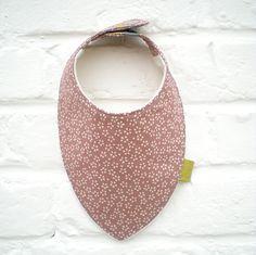 Bavoir bandana bébé tissu japonais rose_ fait main par Decofil : Mode Bébé par decofil