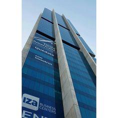 Más alto que nosotros solo el cielo... #Mty #PabellonM #skyscraper #monterrey #building