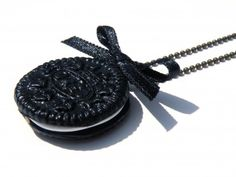 Collier gourmand oreo  http://www.alittlemarket.com/boucles-d-oreille/collier_biscuits-1396014.html