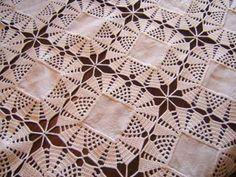 -sided oval-lace-table-batt of - Patroniçem Crochet Bedspread, Crochet Quilt, Crochet Tablecloth, Crochet Motif, Crochet Designs, Crochet Doilies, Crochet Stitches, Crochet Patterns, Crochet Diy
