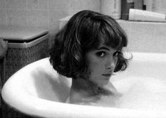 Winona Ryder, i wish i had the guts to cut my hair this short, maybe when I'm 30 Short Bob Hairstyles, Hairstyles With Bangs, Trendy Hairstyles, Japanese Hairstyles, Korean Hairstyles, Bob Haircuts, Vintage Hairstyles, Straight Haircuts, Short Haircuts With Bangs