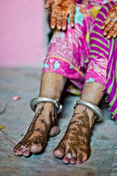 Moroccan feet in Rajasthan by B.Bubble, via Flickr @Nic Gillman Tharpa Cartier