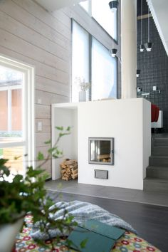 Realise a healthy and ecological Scandinavian style house with solid wood. Get inspired by contemporary designs and plan your dream home! Prefab Homes, Contemporary Design, Home, Scandinavian Home, Modern, House, House In The Woods, Log Home Interiors, Cottage Design