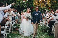 Wedding Flowers are so fun to throw at the new married couple. @mermaid_sea34