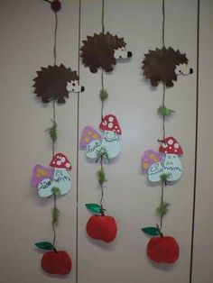 Love these unusual mobiles! Fall Paper Crafts, Autumn Crafts, Autumn Art, Autumn Theme, Fall Classroom Decorations, School Decorations, Kindergarten Crafts, Preschool Crafts, Autumn Activities