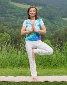 Yoga-Urlaub für Einsteiger und Fortgeschrittene #yoga #yogaurlaub #hotelretter #bewegung Yoga Hotel, Capri Pants, Restaurant, Sports, Fashion, Hs Sports, Moda, Fashion Styles, Sport