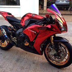 Motorcycles, bikers and more — Honda CBR Honda Fireblade, Motos Honda, Honda Bikes, Yamaha Motorcycles, Gp Moto, Moto Bike, Motorcycle Bike, Purple Motorcycle, Cb 1000
