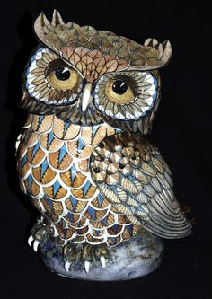 This ceramic owl by the talented David Burnham Smith - Master Ceramic Artist - is absolutely beautiful. Clay Birds, Pet Birds, Buho Tattoo, Owl Artwork, Owl Pet, Owl Always Love You, Ceramic Owl, Beautiful Owl, Owl Crafts