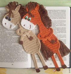 Bookmark horse crochet pattern by Zabelina Amigurumi LittleOwlsHut by DeeDeeBean Crochet Bookmarks, Crochet Books, Crochet Gifts, Crochet Horse, Crochet Animals, Crochet Stitches, Knit Crochet, Crochet Patterns, Learn To Crochet