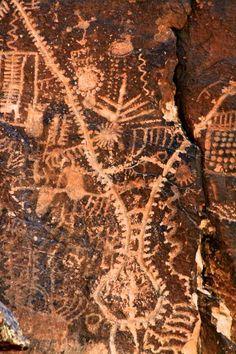 Parowan Gap, Utah Cave Drawings, Abstract Drawings, Ancient Aliens, Ancient Art, Indian Arts And Crafts, Historical Artifacts, Native American Art, Prehistoric, Rock Art