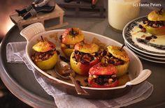 Bratäpfel mit Rosinen, Nüssen und Vanillesauce Healthy Desserts, Eggs, Baking, Breakfast, Sweet, Delicate, Food, Fried Apples, Souffle Dish