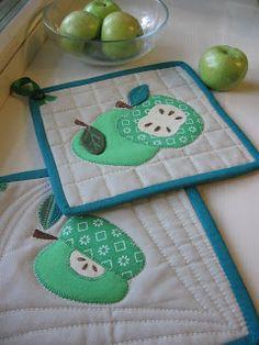 Всяко-разные рукоделки: Прихватки с яблочками