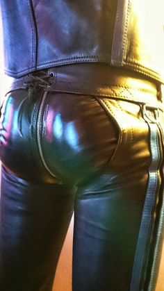 Just a Leather addicted Guy From Germany Fashion D, Leather Fashion, Leather Jeans, Black Leather, Jeans En Cuir, Bike Leathers, Sexy Men, Bambam, Bikers