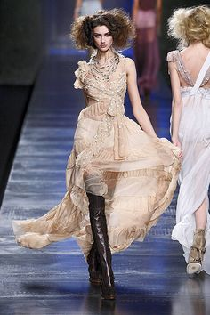 Christian Dior Fall 2010 Runway - Christian Dior Ready-To-Wear Collection