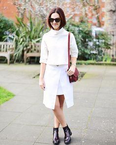 Look total white com botinhas pretas. Vic Ceridono | Dia de Beauté