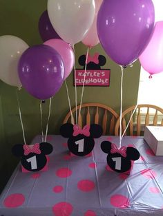 You are purchasing a Minnie Mouse Balloon Center Piece. The Minnie heads are attached to pink paper bags. Child's age will be put onto the Minnie Heads. This does not include the balloons, ribbon or weights. Minnie Mouse Party Decorations, Minnie Mouse Birthday Decorations, Minnie Mouse Balloons, Minnie Mouse 1st Birthday, Minnie Mouse Theme, Minnie Birthday Ideas, Minnie Mouse Pinata, Minnie Mouse Clubhouse, Birthday Centerpieces