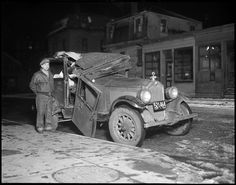 Vintage photos of Boston carwrecks. More here:  http://www.acontinuouslean.com/2012/05/02/boston-rubbernecks/#more-25587