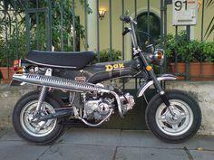Mini Motorbike, Mini Bike, Honda Dax, Four Stroke Engine, Classic Bikes, Vintage Japanese, Ford Mustang, Motorbikes, Cars Motorcycles