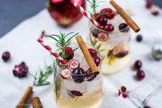 Diesen Donnerstag gibt es ausnahmsweise kein Video von mir. Das müssen wir aufgrund technischer Probleme leider auf den Samstag verschieben. Aber natürlich hab ich ein anderes Rezept für Euch nämlich einen weihnachtlichen Cocktail. Genauer gesagt einen Spicy Christmas Mule.  Was das genau ist und das ganze Rezept gibts ab sofort auf dem Blog.  Schaut vorbei! #cocktail #christmas #moscowmule #vodka #yummy #bartender #yummy #drinks #heissehimbeeren