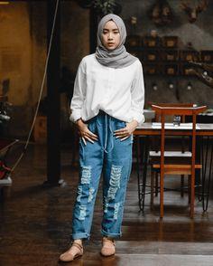 Ideas for fashion model street vogue Hijab Jeans, Ootd Hijab, Hijab Chic, Winter Fashion Outfits, Look Fashion, Trendy Fashion, Fashion Models, Vogue Fashion, Muslim Fashion