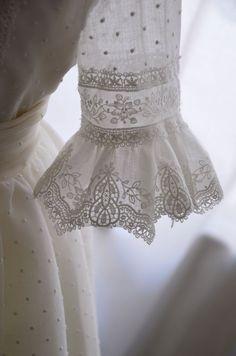#leonorysofia #comunion #vestidosdecomunion - #comunión #LeonorySofia #PeinadosComunionNiña #Peinadosparaniñasdefiesta #Peinadosparaprimeracomunion #Tocadoscomunionniña #Tocadosprimeracomunion #Vestidosdecomunion2019 #Vestidosdeprimeracomunionniña #vestidosdecomunion Little Girl Dresses, Girls Dresses, Night Gown Dress, Première Communion, Sleeves Designs For Dresses, First Communion Dresses, Girl Sleeves, Kurta Designs, Bridal Wedding Dresses