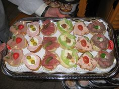 The eye eats with: 51 creative ideas for cold plates - kreatives Essen - FingerFood İdeen Party Finger Foods, Snacks Für Party, German Salads, Bacon Zucchini, Grilled Bread, Reception Food, Party Buffet, Canapes, Snacks