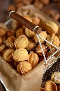 Ciasteczka orzeszki New Year's Food, Good Food, Yummy Food, Polish Desserts, Cookie Recipes, Dessert Recipes, Baking Basics, Walnut Cookies, Breakfast Menu