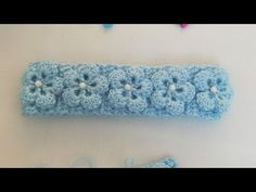 Learn how to make a simple crochet headband that is decorated with a beautiful flowers. This easy crocheted headband is a stylish solution. Crochet Cord, Crochet Quilt, Afghan Crochet Patterns, Crochet Motif, Easy Crochet, Crochet Flower Headbands, Crochet Headband Pattern, Lace Headbands, Crochet Flowers