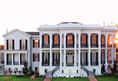 "Nottoway Plantation, Louisiana - this just went to the top of my ""must see southern mansions"" list..."