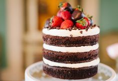 Naked cakes at weddings: Riverland Studios / TheKnot.com