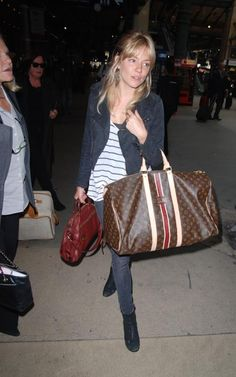 Sienna Miller arriving in Paris, June 2, 2010. www.fashions4lv.at.nr   Fashion stylewith louis vuitton only $129.8 very very very cheap!!!!
