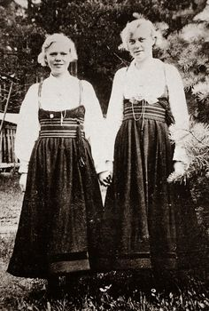 Hello all, today I am returning to Telemark, one of the richest provinces in terms of folk art and costume in Norway. Telemark has. Norwegian Wedding, Norwegian Style, Folk Costume, Costumes, Norwegian Clothing, Norse Pagan, Medieval Dress, Old Hollywood Glamour, Fashion History