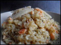 Risotto saumon fumé et parmesan....... Voici une trés bonne recette de risotto trés simple a réaliser et délicieuse, une recette INRATABLE!! Je remercie encore mon amie (clin d'oeil tu te reconnaitra!) de me l'avoir faite découvrir! Pour 4 personnes:...