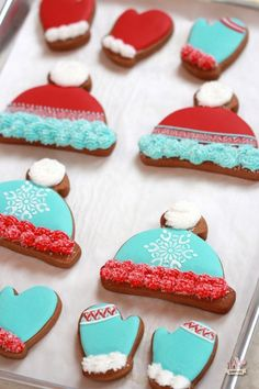 How to Make Winter Hat and Mitten Cookies (Sweetopia). So nice. Cut Out Cookies, Cute Cookies, Cupcake Cookies, Cupcakes, Birthday Cookies, Graduation Cookies, Christmas Goodies, Christmas Treats, Holiday Treats