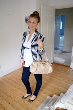 Gestreepte blazer of cardi + omgordelde button-down + jeans + flats Cute Maternity Outfits, Stylish Maternity, Pregnancy Outfits, Maternity Wear, Maternity Fashion, Cute Outfits, Pregnancy Fashion, Maternity Clothing, Trendy Outfits