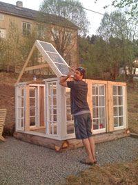 Vi byggde ett växthus av gamla fönster! - viivilla.se