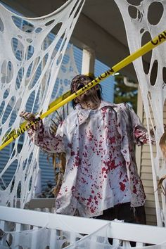 Halloween Zombie, Halloween Stuff, Halloween Ideas, Halloween Yard Decorations, Zombies, Wonderful Time, Holiday Crafts, Horror, Kimono Top