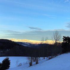 #xavcha31jours #kiffdujour  Retour en arrière ... Vous m'avez fait envie et replonger à la montagne avec tout vos jolis #contrejour d'hier  Belle journée  Have good day  #sunrise #vercors #montain #snow #latergram #alpedugrandserre #naturelovers #skylovers #earlymorninglover #skyporn #neige #montagne #happymemories #happyfamilytime #ski #instasnow #haveagoodday #bonjour #leverdesoleil #sunriselovers