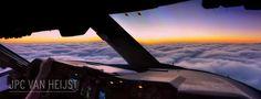 JVC Van Hejist è un pilota di aerei olandese. Tra un decollo e un atterraggio non perde occasione per fotografare il mondo dalla sua cabina di guida. Le immagini