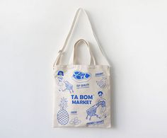 Oohlala Tabom market blue tote shoulder bag by Oohlala. The Tabom market blue bag is a functional and unique two-way tote shoulder bag. Canvas Shopper Bag, Canvas Tote Bags, Cotton Tote Bags, Reusable Tote Bags, Diy Tote Bag, Accesorios Casual, Bandanas, Blue Bags, Fashion Bags