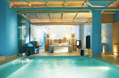 Who would have thought a pool could be so beautiful inside a bedroom